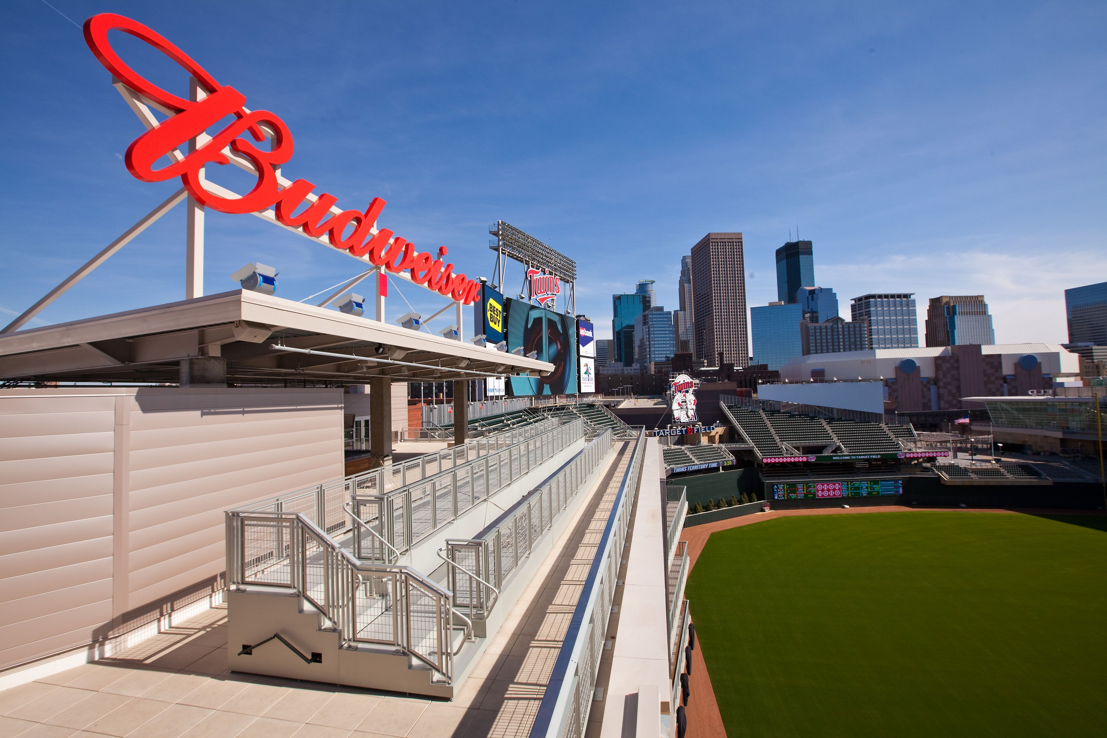 Budweiser Roof Deck Target Field Events Minnesota Twins Baseball Www Targetfieldevents Com Perfect Venue For Your Event Roof Cladding Brick Roof Roofing