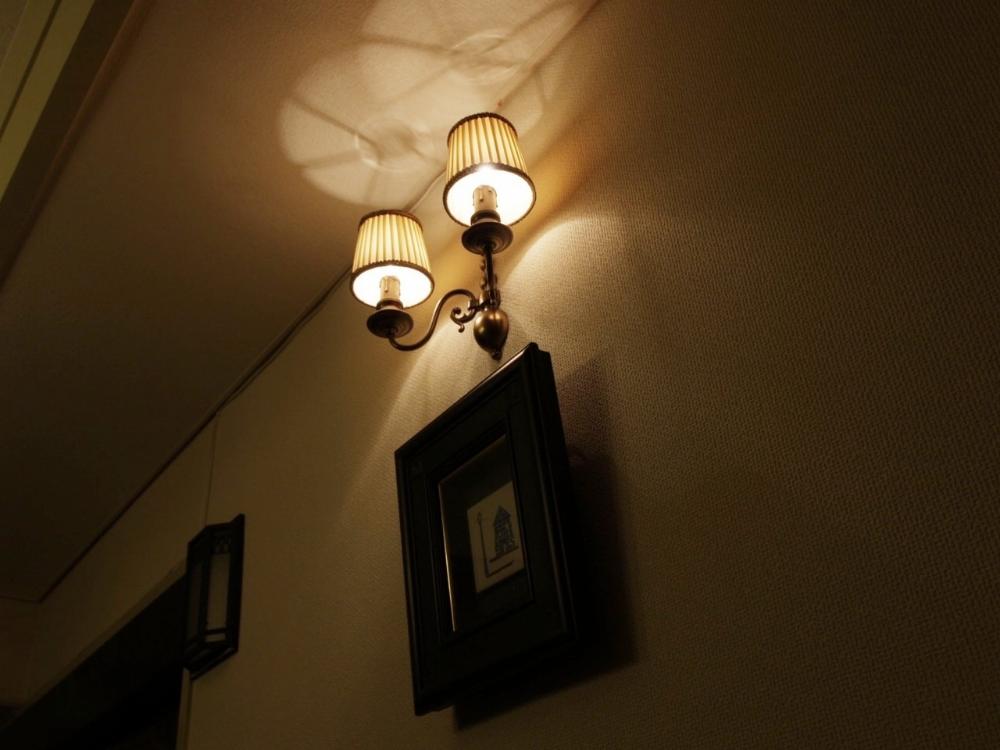 10 壁面がさびしいのでウオールランプを取り付け 今物ですが 間接