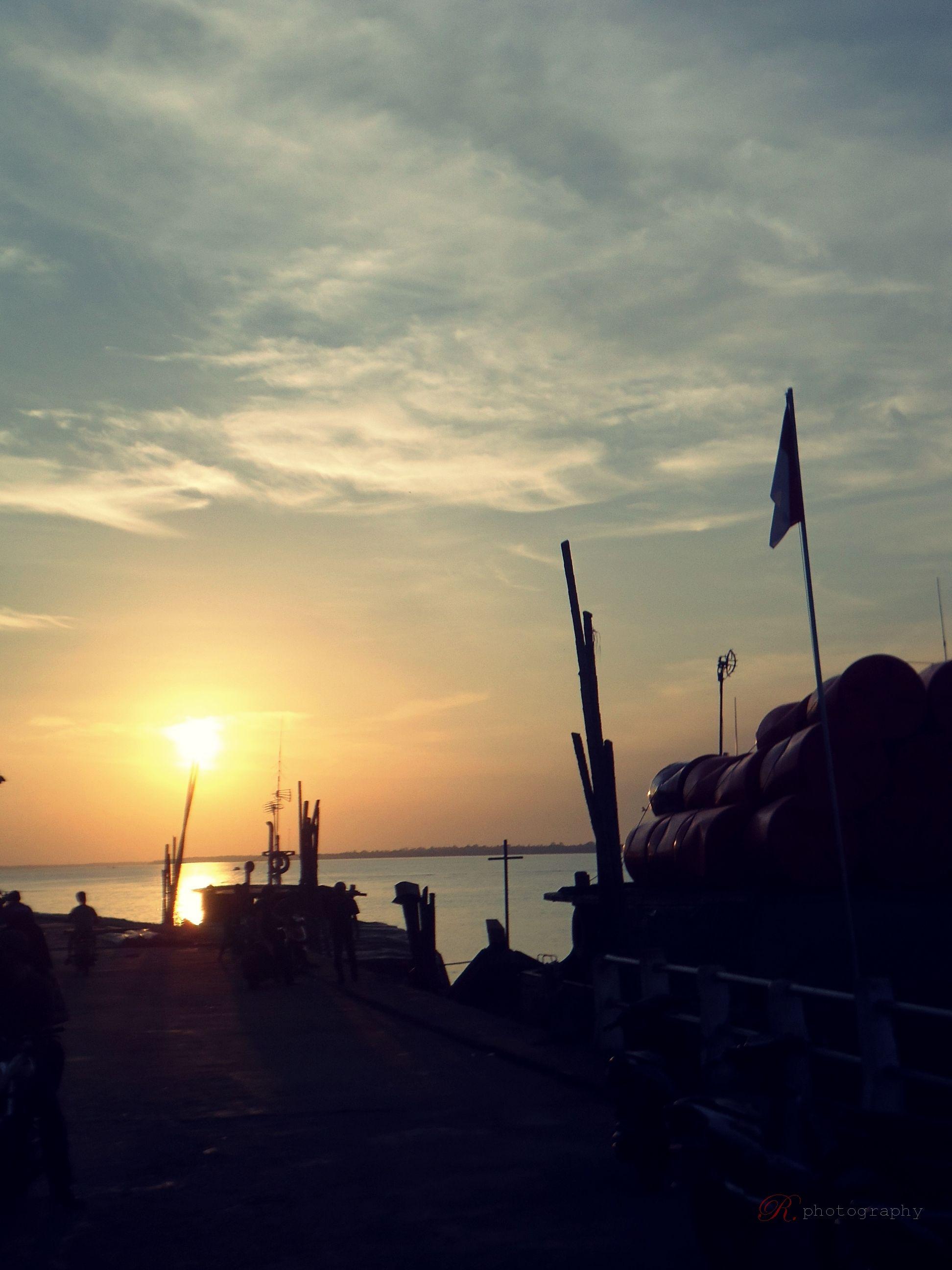 Menikmati Suasana Matahari Terbenam Merupakan Fenomena Yang Sangat