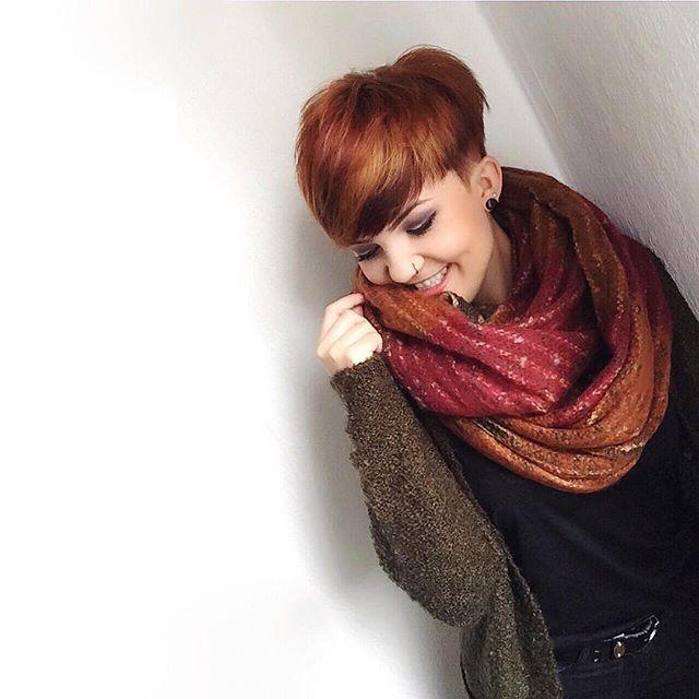 10 tipi differenti di capelli corti rossi per donne forti!