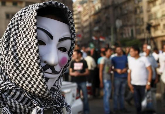 A protester wearing a Guy Fawkes mask attends a demonstration against presidential candidates Mohamed Mursi and Ahmed Shafiq at Tahrir Square in Cairo May 29, 2012.   REUTERS-Mohammed Salem