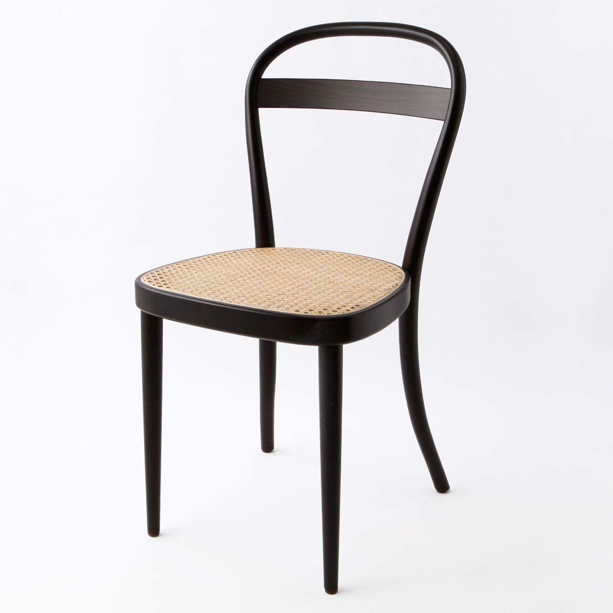 ドイツ、トーネット社で共同デザインを行い、ドイツで生産されたチェアです。ブナ無垢材を使い、永く使える仕様にこだわりました。背もたれと座面にも丸みをもたせる事  ...