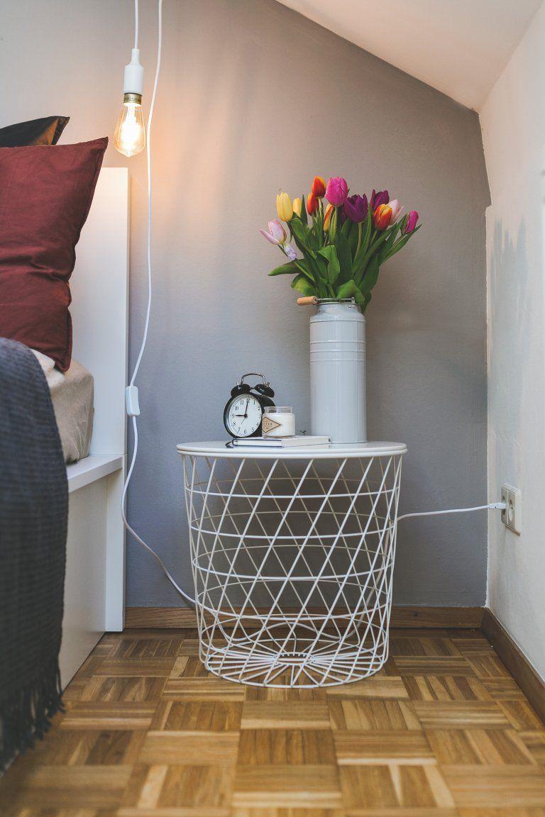 Schlafzimmer modern einrichten in Weiß und Grau mit Alpina