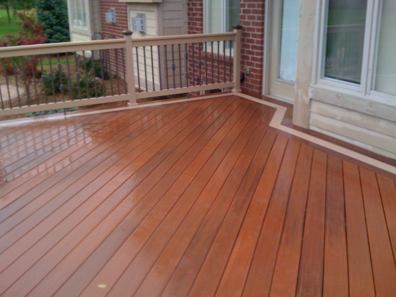Two toned deck staining use more than one composite for Best material for deck