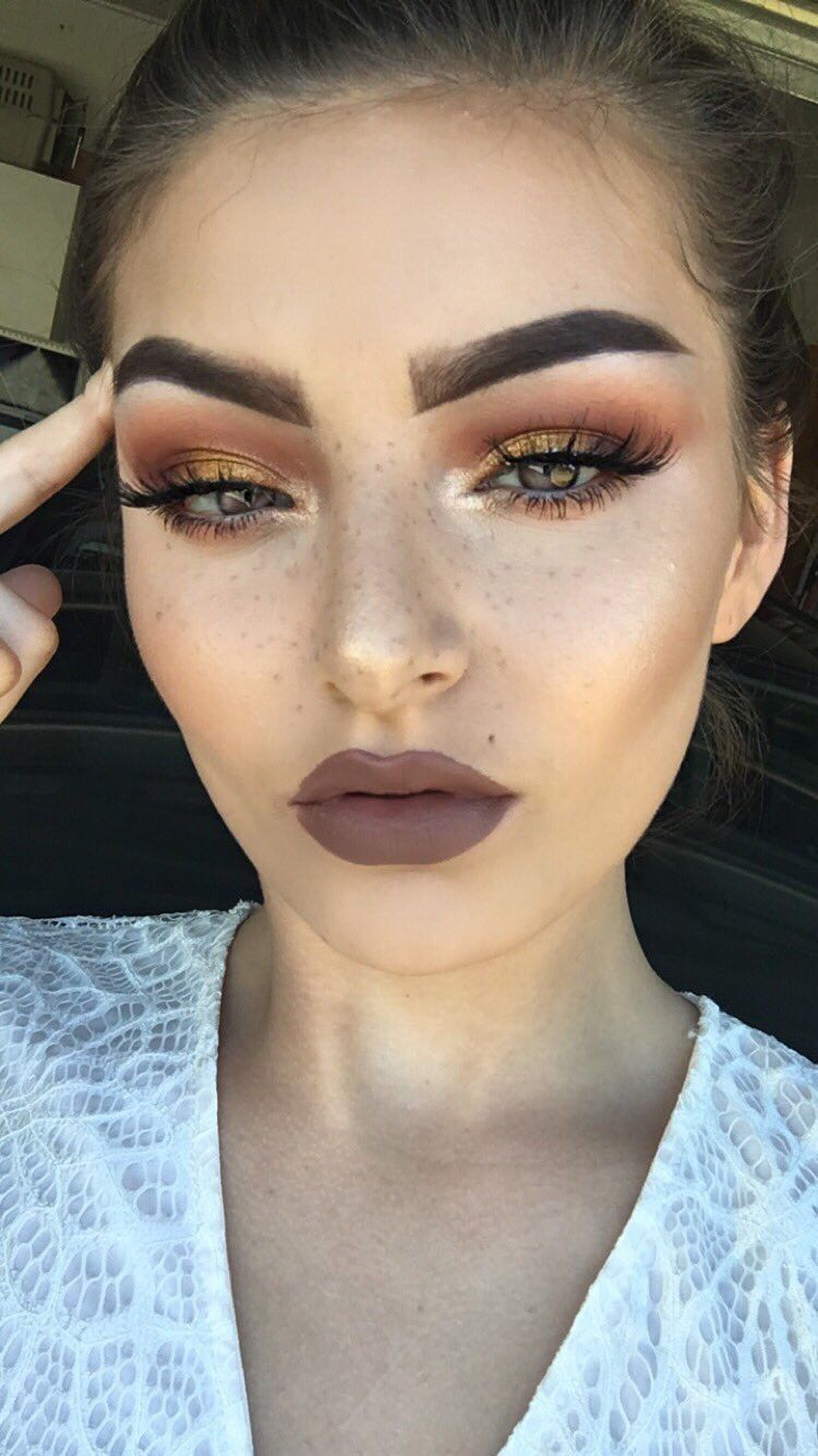 Love this entire look—mauve brown lips and shimmery copper