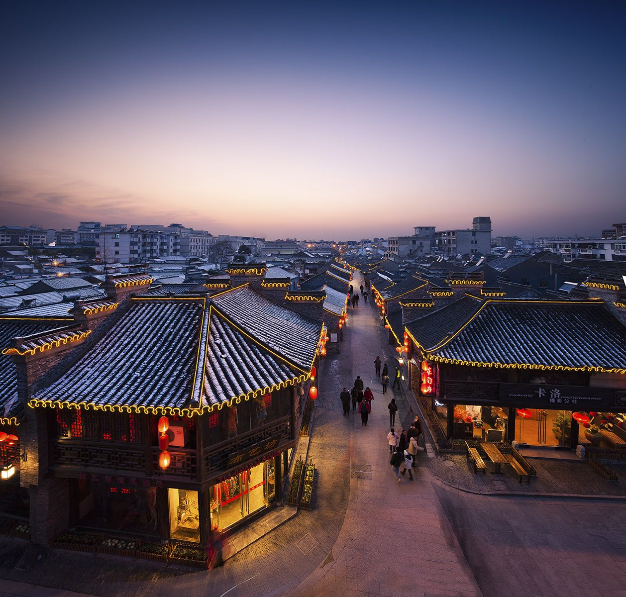 【東関街】 揚州の水陸交通の要地。かつて、揚州が繁栄していた証でもある。