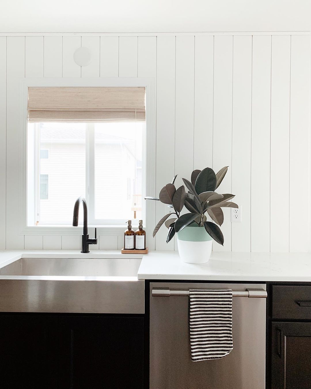 C H E L S E Y On Instagram I M In Love I M In Love And I Don T Care Who Knows It Obsessed With O In 2020 Shiplap Backsplash Shiplap Kitchen Diy Kitchen Backsplash