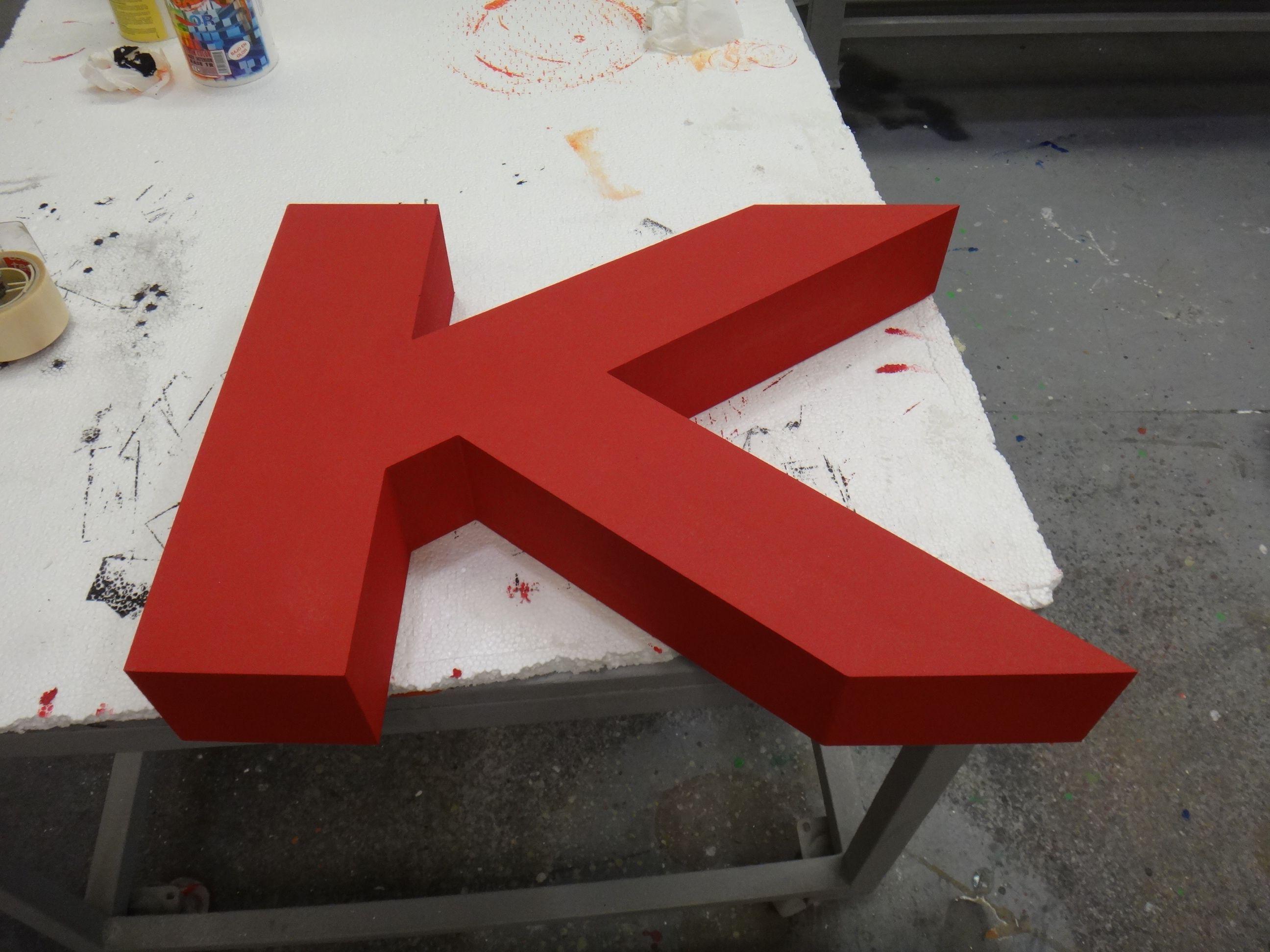 K de DKNY, en poliespan de alta densidad. www.poliespan.com