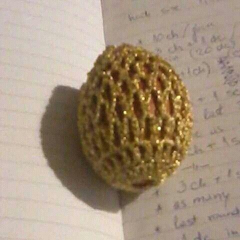 Crochetcoveredegg#decor#gift#handmade#easter#mettalicthread#heklani dekor za pisanice#