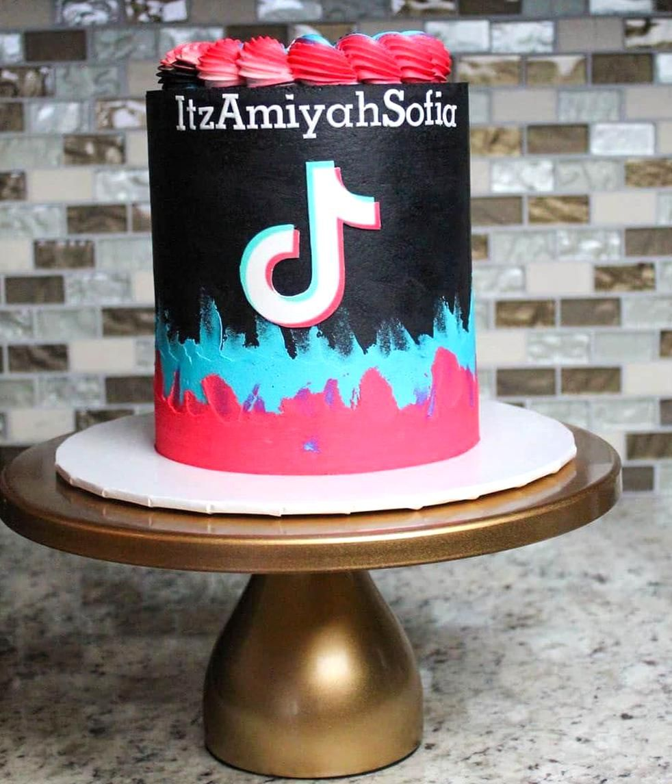 13 Cute Tik Tok Cake Ideas Some Are Absolutely Beautiful In 2020 14th Birthday Cakes Birthday Cakes For Teens Unique Birthday Cakes