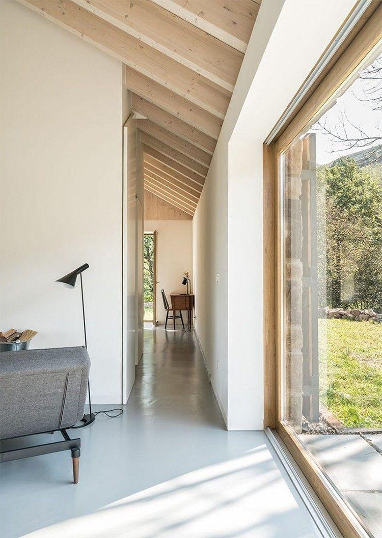 Wandfarbe Weiß Helles Holz Glasfront Graue Möbel #natural #stone #facade