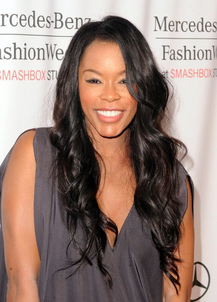 Golden Brooks with a weight of 54 kg and a feet size of N/A in favorite outfit & clothing style