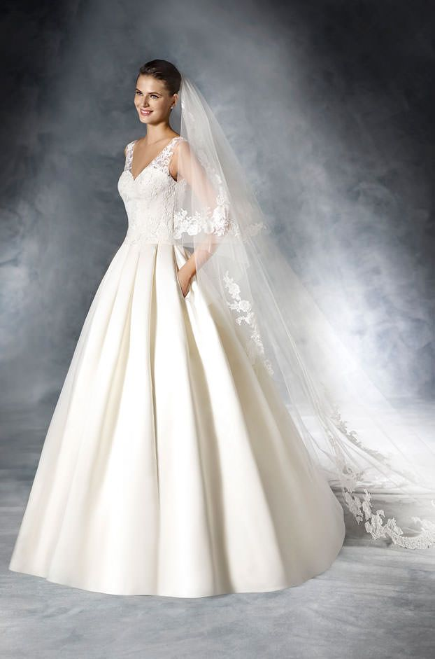 Brautkleider von La Sposa - Model Janira | Hochzeit | Pinterest | Models