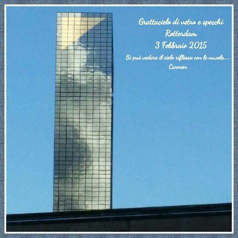 Grattacielo con il cielo riflesso  Carmen  enzamariablog.wordpress.com  https:// www.facebook.com / enzamariablog