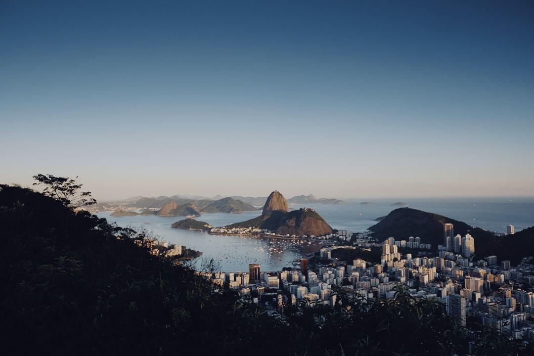 The view from Mirante Dona Marta, Rio De Janeiro, Brazil.  . . . . . #Fujixt3 #xt3 #fujixseries #fujifilm #fujifilmxt3 #Rio #brazil #beachlife #RiodeJaneiro