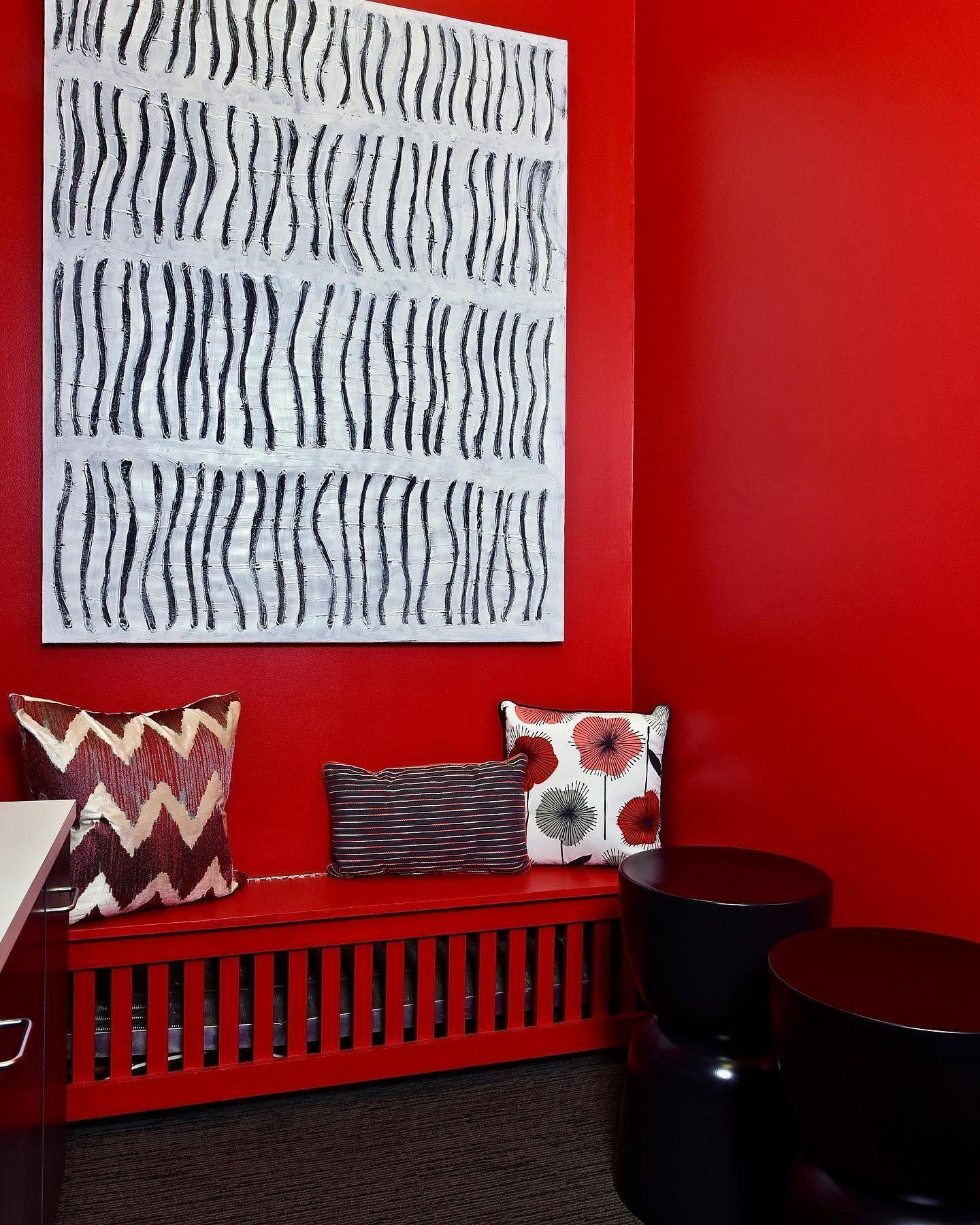 RED HOT.  A vibrant red corner in the break room of our client's Manhattan office. ____________________  Interior Design: @keitaturnerdesign  Photo credit: @edgarscottfoto Location: @lburchettagency @statefarm ____________________  #KeitaTurnerDesign #interiordesigner #nycinteriordesigner #nyinteriordesigner #commercialdesign #contractdesign #officedesign #retaildesign #interiors #interiordesign #redgreywhite #statefarm #brands #breakroom #nycinteriors #nyinteriors #branding #manhattannyc #manha