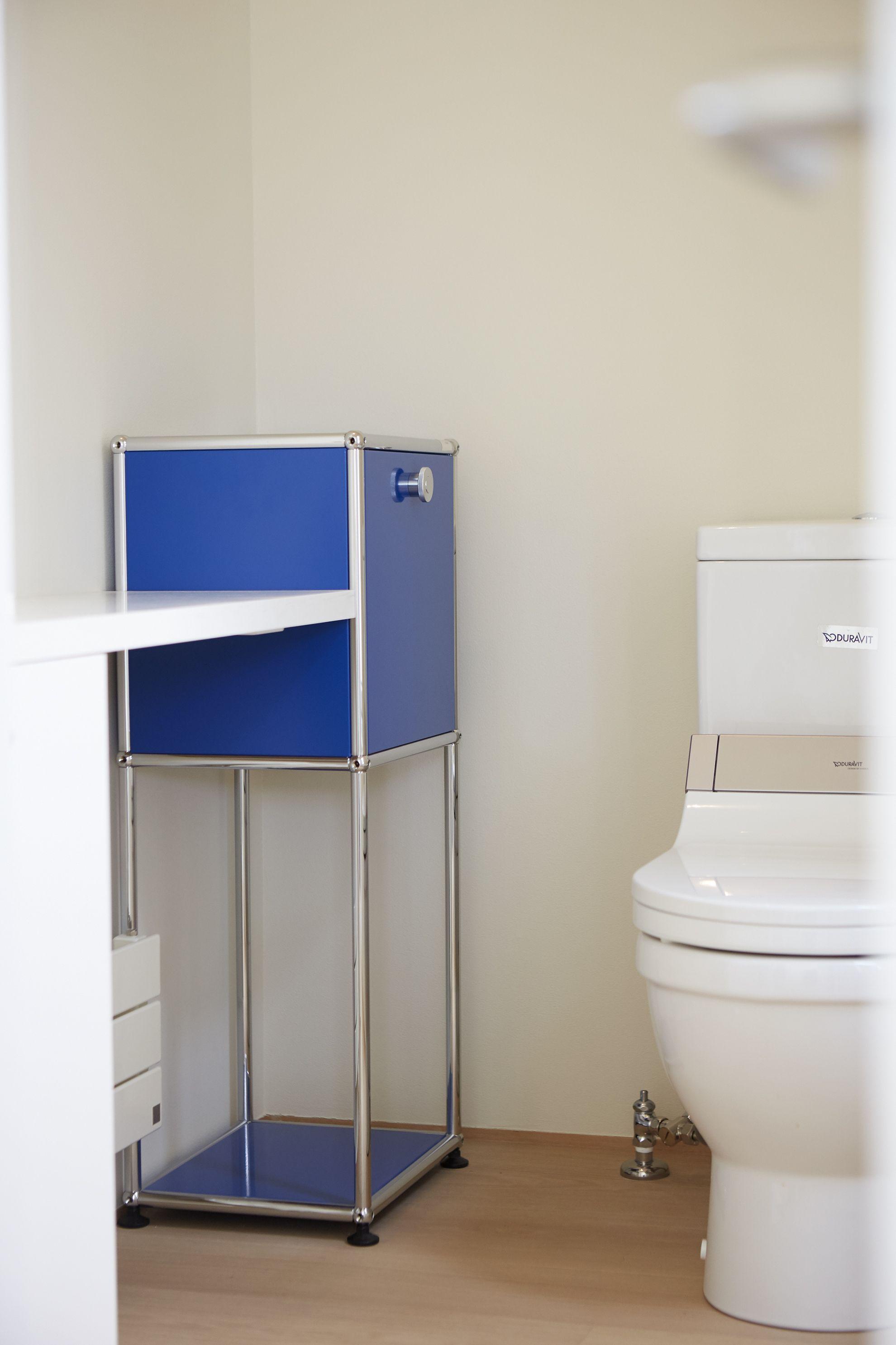 petite colonne de rangement id ale pour les petits espaces usm haller coloris bleu. Black Bedroom Furniture Sets. Home Design Ideas