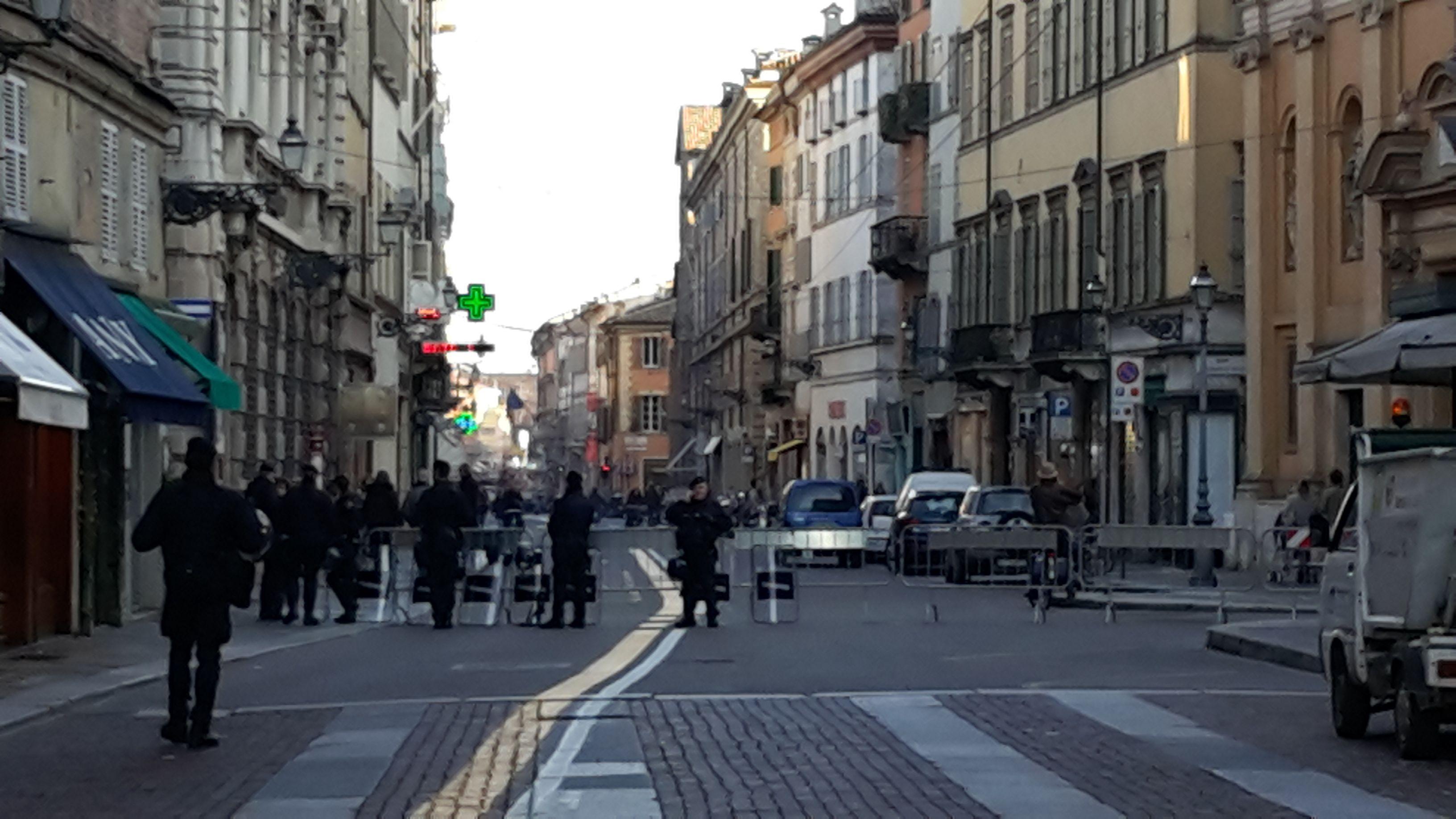 Via Repubblica chiusura nell'ultimo tratto verso la piazza ...