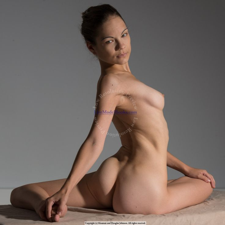 Producteur nude art poses year