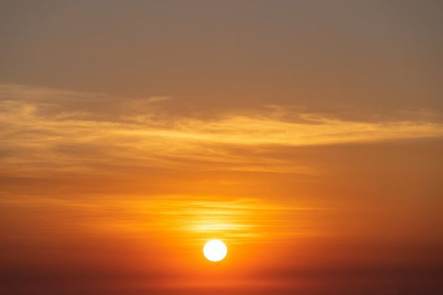 Hermoso cielo atardecer, sol y nubes pai... | Free Photo #Freepik #freephoto #fondo #abstracto #viajes #verano