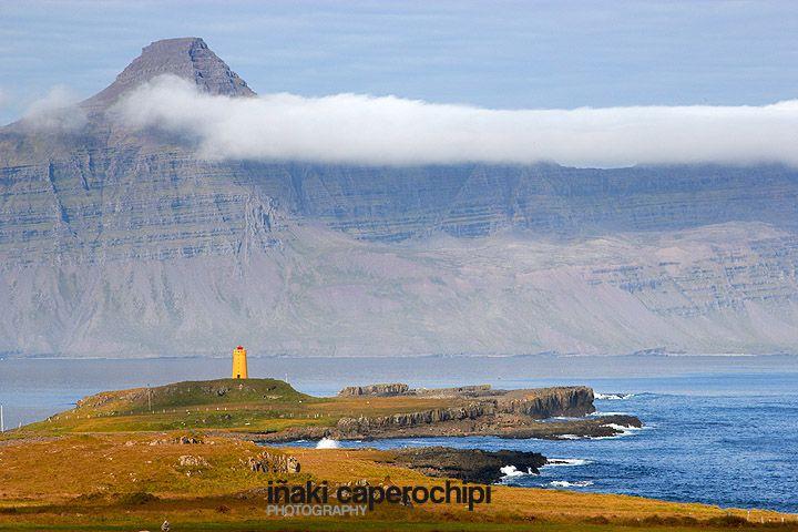 Faro en el fiordo de Reydarfjordur. © Inaki Caperochipi Photography #islandia #iceland