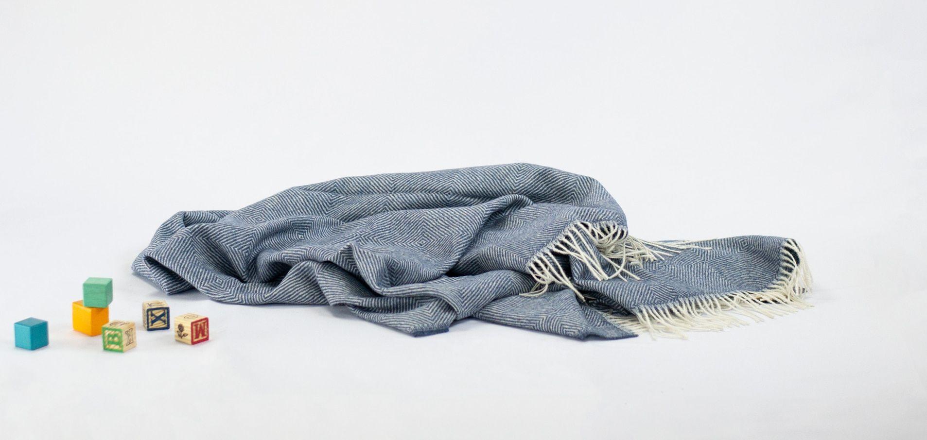 Alpaca Blanket Throw Buyer S Guide In 2020 Alpaca Blanket Throw Blanket Microfiber Blanket