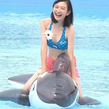 岡本夏美 プール