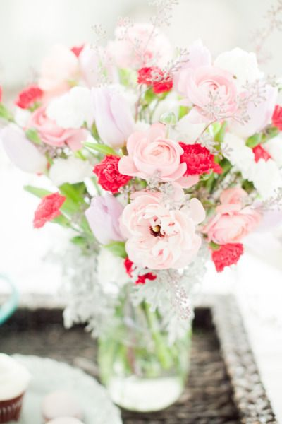Cozy Valentine S Day Inspiration Shoot At Home Flowers For Valentines Day Flowers Flower Arrangements