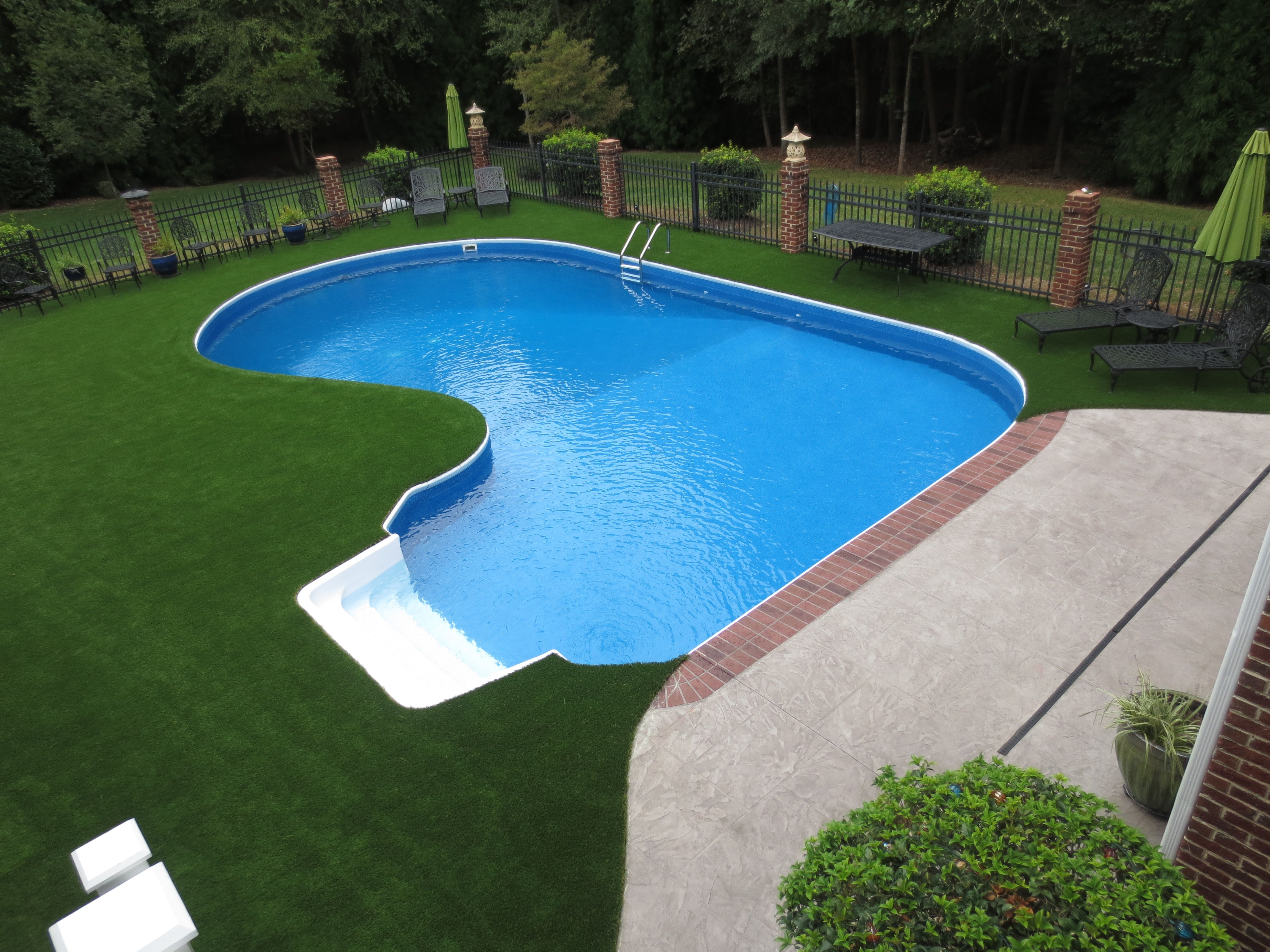 Swimming pool surround with artificial turf swimming for Pool surround ideas