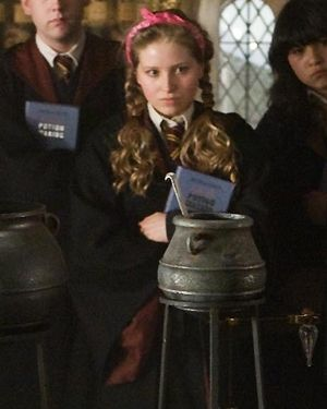 Lavender Brown From Harry Potter Series Lavender Brown Harry Potter Harry Potter Anime Harry Potter Pictures