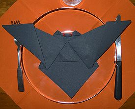 pliage de serviettes de table en papier pliage de papier origami deocration pliage. Black Bedroom Furniture Sets. Home Design Ideas