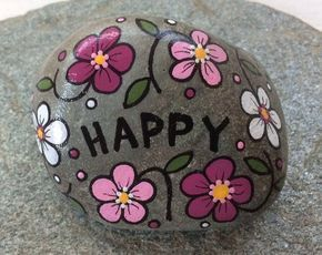 Happy Rock – HAPPY – Handbemalter Beach River Rock Stone – rosa roséweißer Sträußchen …