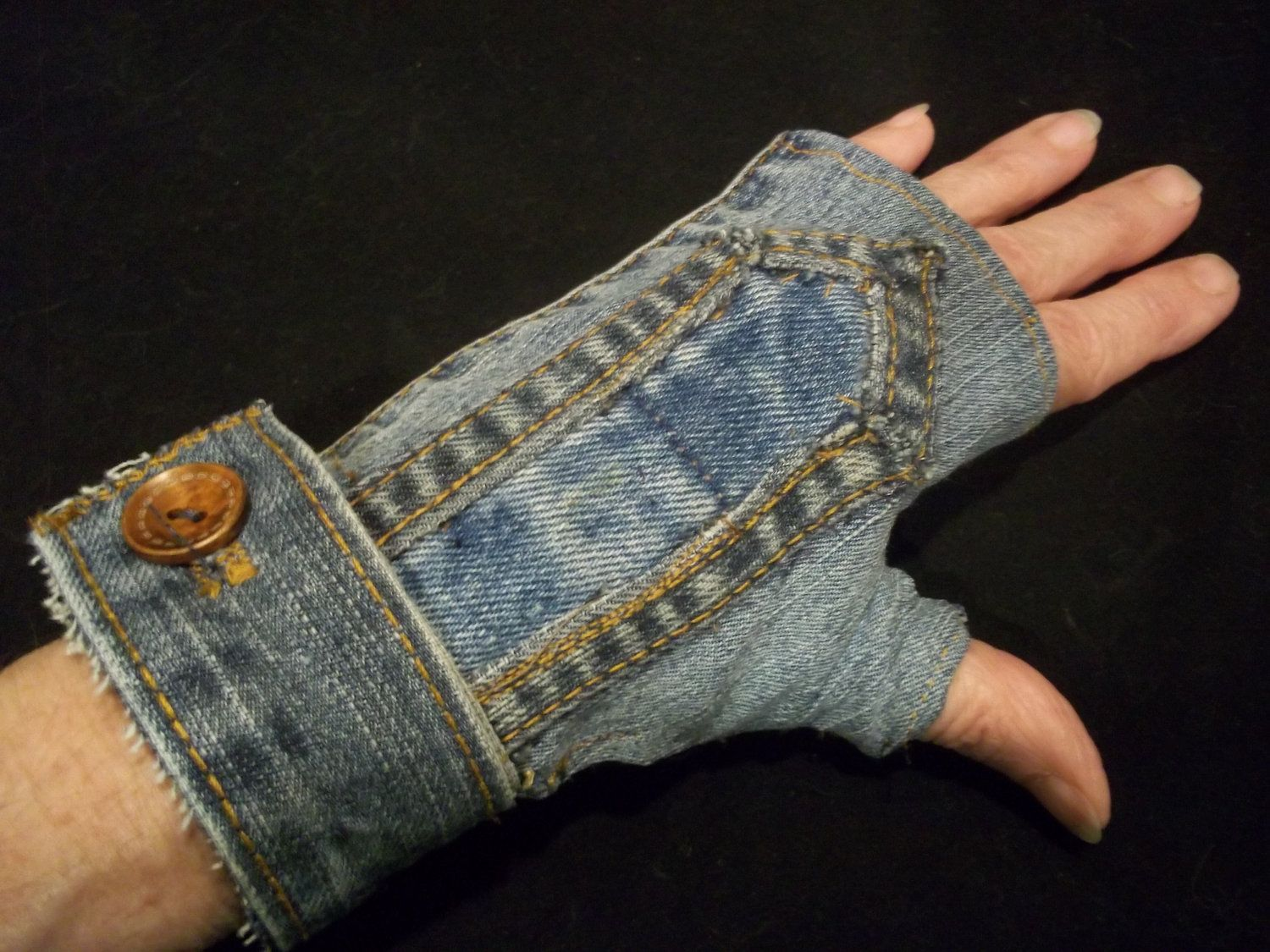 Fingerless Denim Gloves with Small Wood Buttons | Alte kleidung ...