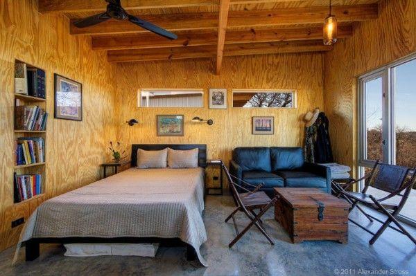 Ces amis de 20 ans construisent leur propre village écolo !  http://www.homelisty.com/ces-4-couples-damis-depuis-20-ans-construisent-leur-propre-village-ecolo/  #tinyhouse #maisonnettes