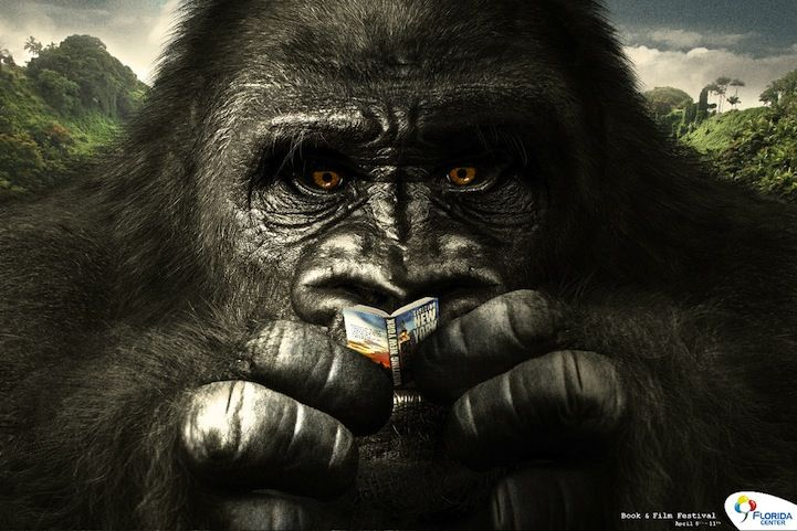 Florida Center Book & Film - What's King Kong Reading?   #adv #marketing #creative #werbung #print #poster #advertising #campaign < found on www.mymodernmet.com pinned by www.BlickeDeeler.de   Follow us on www.facebook.com/blickedeeler