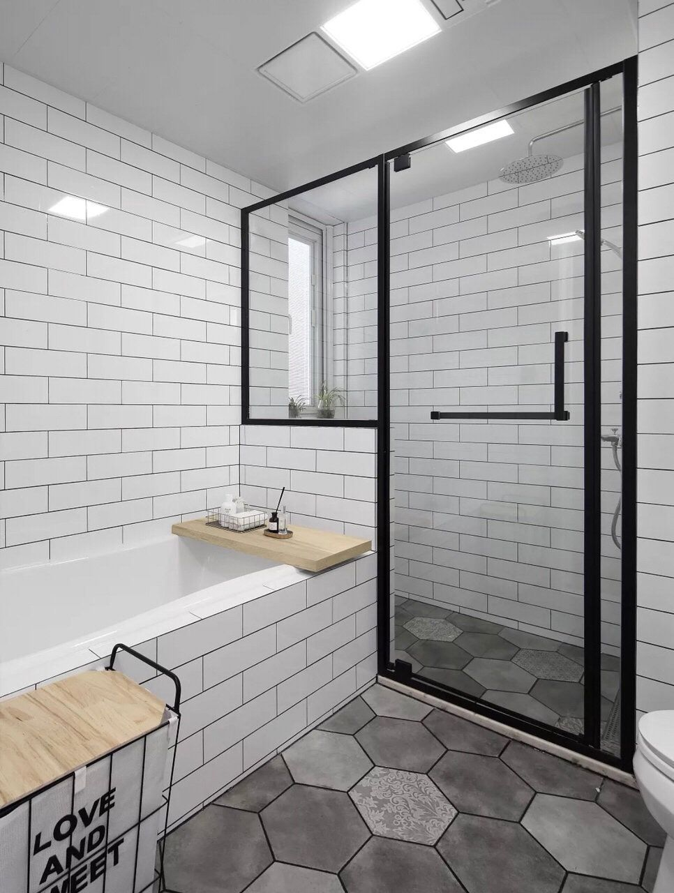 16 Beautiful Small Bathroom Decorating Ideas To Inspire You In 2020 Contemporary Bathroom Designs Marble Bathroom Designs Beautiful Small Bathrooms