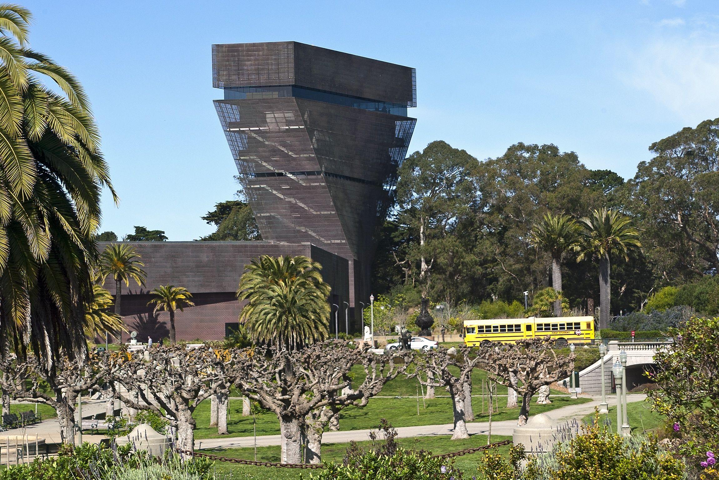 de Young Museum in Golden Gate Park is sandwiched between