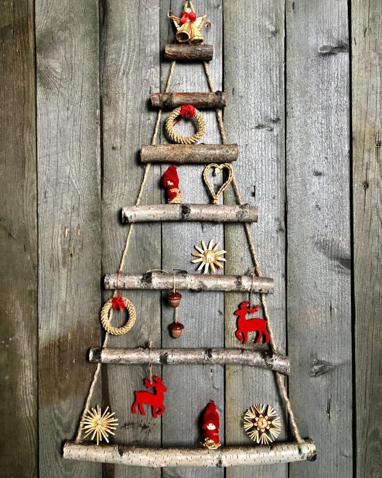 weihnachtsdeko ideen h ngender weihnachtsbaum aus sten. Black Bedroom Furniture Sets. Home Design Ideas