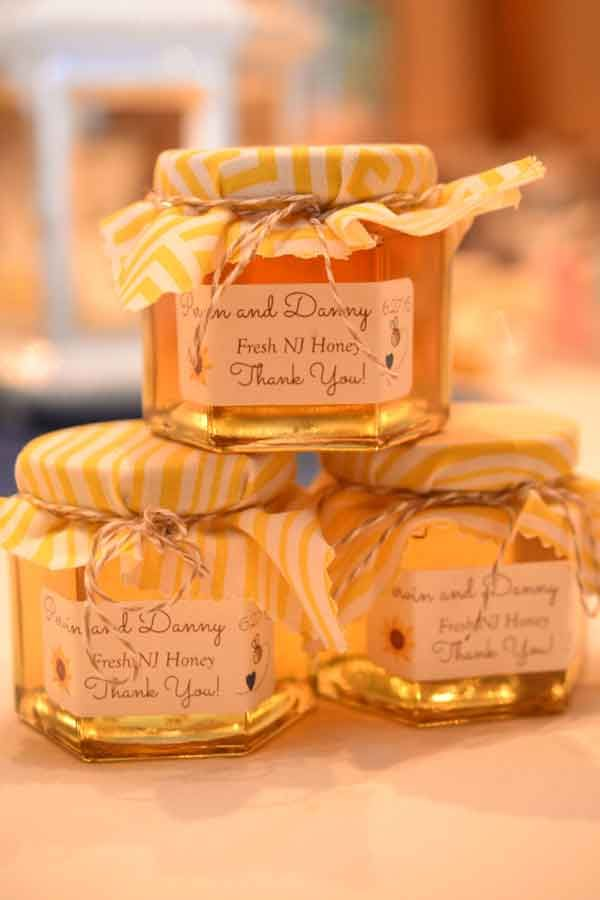 Honey Wedding Favor Ideas That Are Inspired Honey Jar Favors Homemade Wedding Favors Honey Wedding Favors