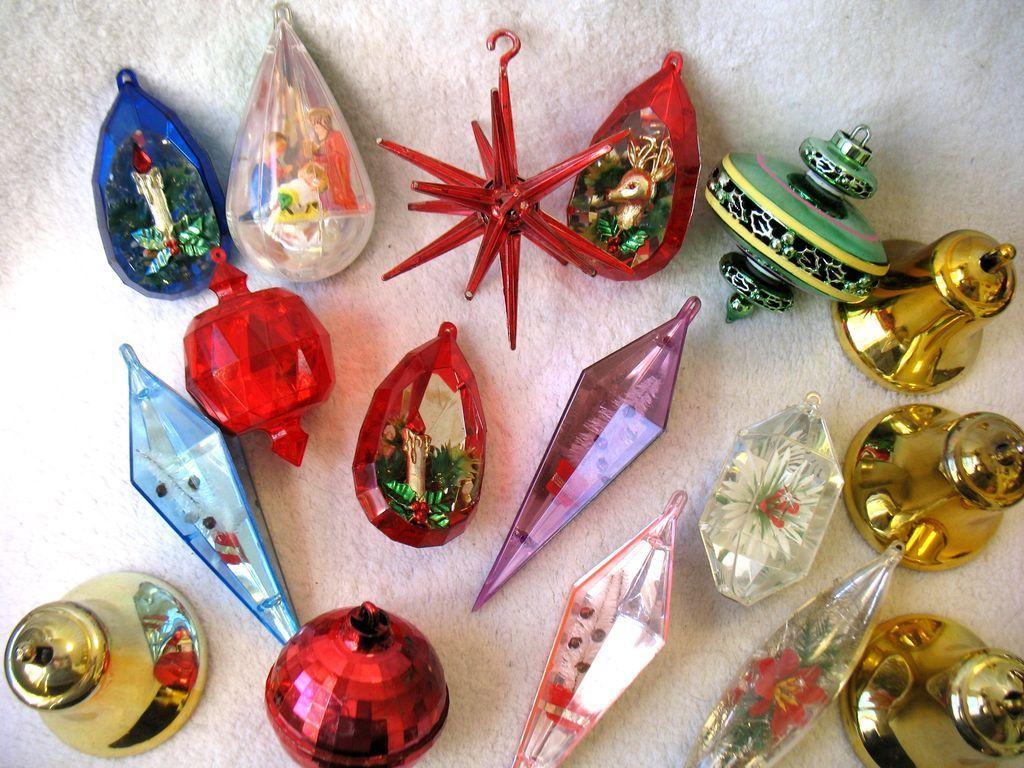 17 Vintage Plastic Christmas Ornaments Atomic Sputnik Diorama Bell
