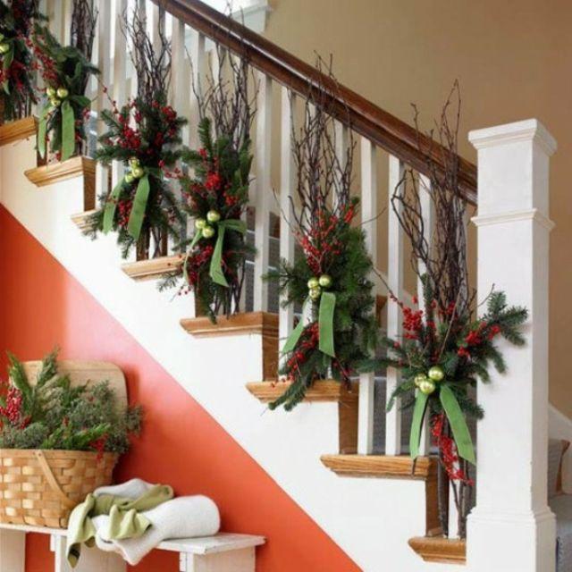 d coration de no l pour un int rieur en rouge escaliers id e et maisons. Black Bedroom Furniture Sets. Home Design Ideas