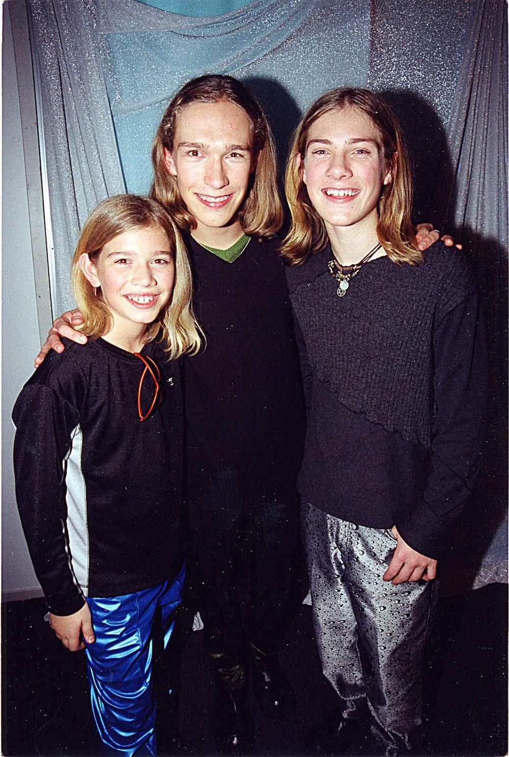 Hanson Reveals The Surprising Story Behind Mmmbop 90s Girl Hanson Hanson Brothers