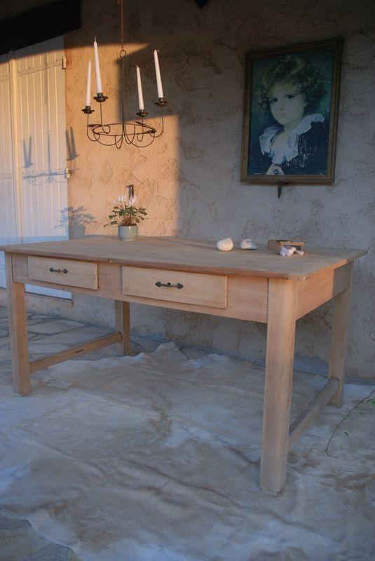 Table Ancienne En Bois Brut.
