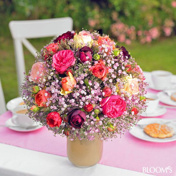 bunter rosenstrau blumige sommer deko begeistert romantiker sommerdeko strau rosenstrau. Black Bedroom Furniture Sets. Home Design Ideas