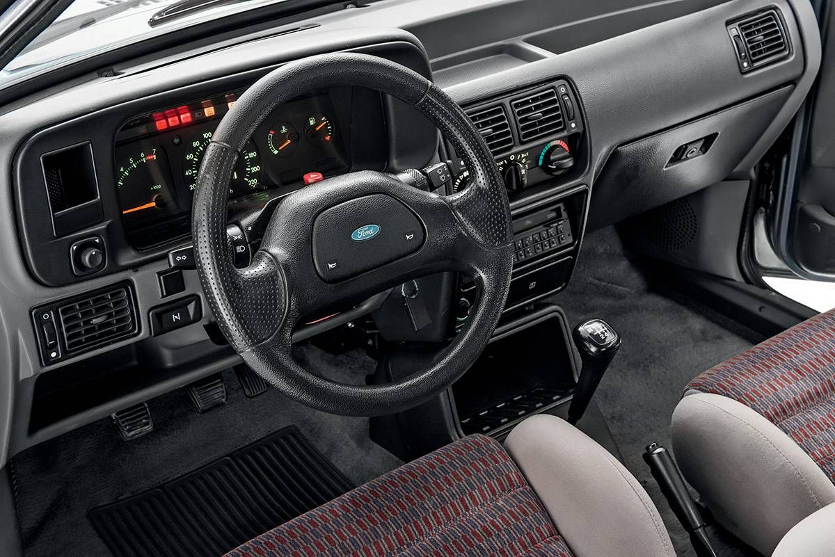 Interior Ford Escort
