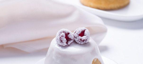 Mini pães de Ló com framboesas frescas