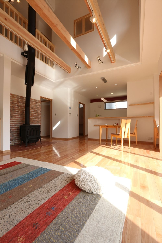 家族と愛車のための家 香川で自然素材の木の家 注文住宅を建てる