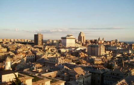 Genova è la città più cara d'Italia, con Trento e Trieste.  Secondo i dati Istat di luglio, sotto la Lanterna i prezzi più alti di tutta la penisola. I rincari sui beni di largo consumo: alimentari, bollette di acqua e gas, tabacchi, carburante