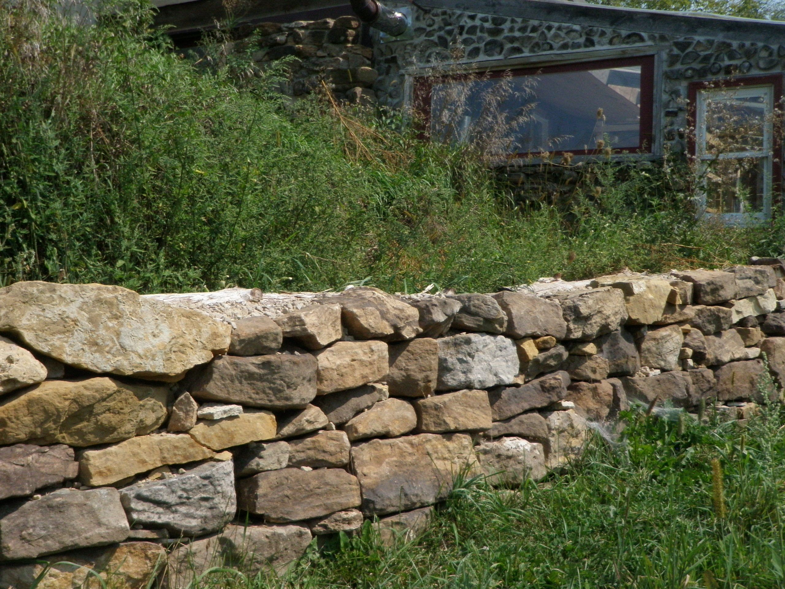 Stacked stone retaining wall google search stone walls for Stone retaining wall ideas