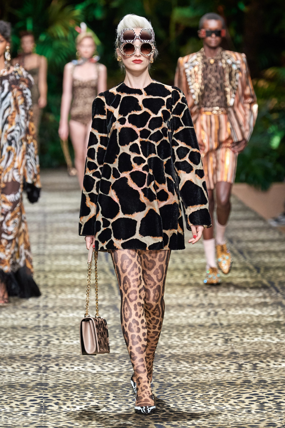 Dolce & Gabbana Spring 2020 Ready-to-Wear Fashion Show -  Dolce & Gabbana Spring 2020 Ready-to-Wear Collection – Vogue  - #Dolce #Fashion #Gabbana #ReadytoWear #RunwayFashion2020 #RunwayFashionaesthetic #RunwayFashionalexandermcqueen #RunwayFashioncasual #RunwayFashionchanel #RunwayFashiondior #RunwayFashiondolce&gabbana #RunwayFashionversace #RunwayFashionwomen #Show #Spring